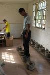 Pressing the artisanal producer cakes Wang Bing