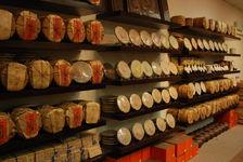 Rayonnages de thé puerh <span class='translation'>(Pu Er tea)</span> en Malaisie (Purple Cane)
