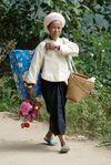 Femmes agées sur le chemin du temple à Bang Xie