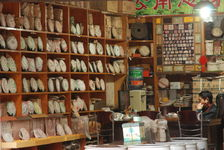 Grande diversité de thés de l'année chez un vendeur en Chine
