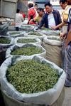 Vente de thé en vrac au marché de Pu Er