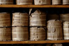 Tong young puerh <span class='translation'>(Pu Er tea)</span> stored for the future