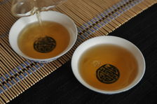 Infusion of puerh <span class='translation'>(Pu Er tea)</span> 2 years of age Copyright Sébastien Vacuithé