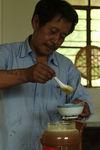 Le miel central avec le thé dans la culture Bulang