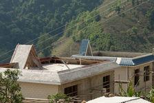 Avec les profits tous les villageois reconstruisent leurs maisons
