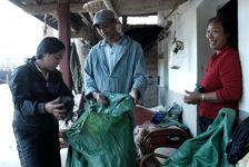 Wang Bing et sa femme chez un petit producteur de Maheizhai