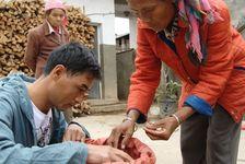 Wang Bing à la recherche de feuilles violettes chez un petit paysans de Yi Wu
