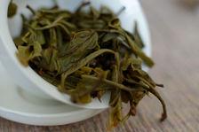 Feuilles de jeune puerh <span class='translation'>(Pu Er tea)</span> vert infusées