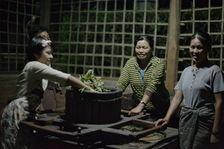 Roulage des feuilles en Birmanie