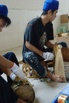Emballage d un tong de puerh <span class='translation'>(Pu Er tea)</span> (Chen Sheng, Menghai)