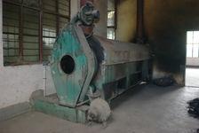 Machine à Sha Qing dans l'usine Jinuo Shan Cha Chang