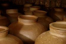 Grandes jarres en céramique destinées au stockage fin du Mao Cha (Lincang)