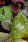 Sales of fresh leaves in a small producer in Pu'er