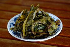 Feuilles violettes une fois infusées (Shi Dai Mao)