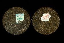 Haiwan 7548 2011 face à Menghai Tea Factory 7542 2011 (galettes)