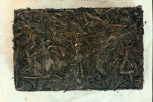 Première bique de puerh <span class='translation'>(Pu Er tea)</span> fermenté sorti de Menghai Tea Factory