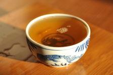 Dégustation d'un thé d'arbre ancien de Ailao Shan