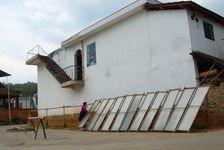 Séchage du papier dans les rues d'un village Dai du Xishuangbanna