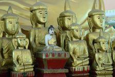 Temple Bouddhiste dans un village Dai produisant du papier