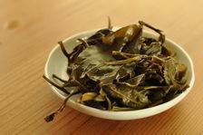 Feuilles violettes infusées (Zi Yo Cha Wang Bing 2012)