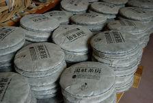 Galettes de thé fraîchement pressées et emballées