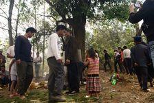 Rituel Kucong autour d'un vieil arbre non loin de Kucong Shanzhai