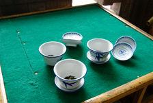 Gaiwan sur une table de salon de thé à Chengdu