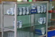 Gaiwan sous le comptoir d'un salon de thé au Sichuan