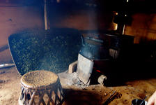 sheets drying in the smoke, the fire in bad weather in a small Lao Banzhang producer