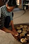 Confection de Babas de nouvel an dans un village de Lincang
